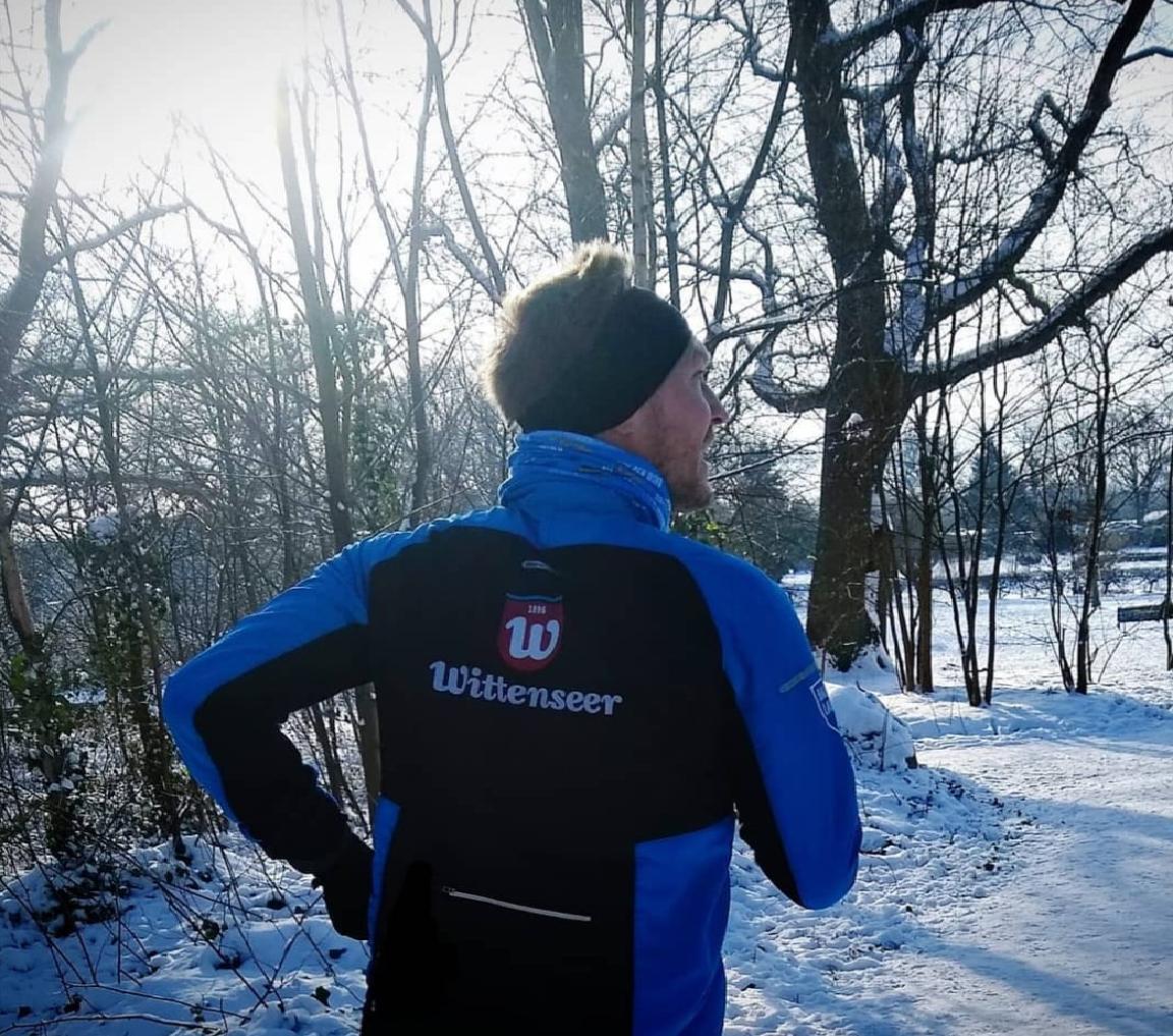 Leif-läuft-im-Schnee